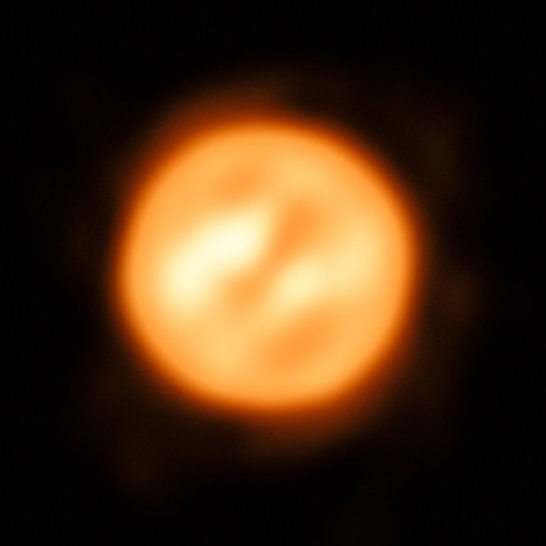 VLTI reconstructed view of the surface of Antares